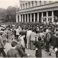 Manifestazione per il Vietnam presso il teatro Valli, 1966