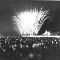 Anni Ottanta, la chiusura della festa. Fin dagli anni Cinquanta i fuochi d'artificio rappresentavano uno degli eventi più attesi della giornata conclusiva della festa dell'Unità [ISMO, AFPCMO]