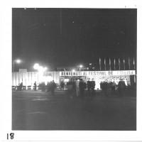 Ripresa notturna dell'ingresso della quindicesima festa provinciale de l'Unità, 1960 [ISMO, AFPCMO]