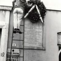 Lapide in memoria di Vicenzino Folegatti nella piazza a lui dedicata