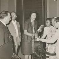Archivio fotografico UDI Forlì-Cesena_incontro con delegazione femminile vietnamita, fine anni Sessanta