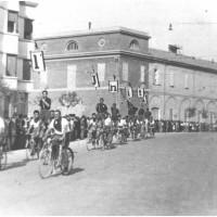 Modena, festa provinciale dell'Unità, anni Quaranta, sfilata inaugurale [ISMO, AFPCMO]