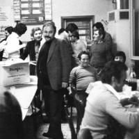 1981. Borgo San Giuliano, bar del Circolo. Il Segretario della Federazione Riminese Nando Piccari (al centro) nel Circolo del borgo San Giuliano
