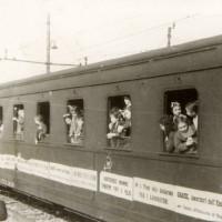 I bambini napoletani lasciano Modena, aprile 1949