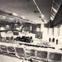 Gennaio 1991. Rimini, padiglione fieristico. L'allestimento della sala per il XX° Congresso su progetto dell'arch. Silvio De Ponte