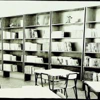 Interno, la biblioteca. Il PCI, sia nelle sue sedi, sia tramite gli amministratori, poneva grande attenzione al tema della diffusione dei libri e della cultura