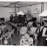 Fondo Fotografico Michele Minisci- uno dei caffè della Festa, anni '80