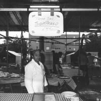 """22 giugno-1 luglio 1984. Rimini-Miramare. Festa Nazionale de L'Unità al mare. La pizzeria con la specialità """"pizza del sorpasso"""""""