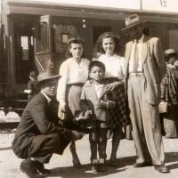 Famiglia modenese accoglie un bambino napoletano, 1947