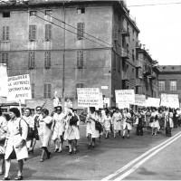 Manifestazione sul lavoro a domicilio, anni Sessanta [ISMO, AFPCMO]