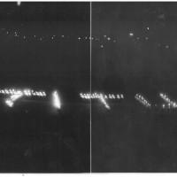 """Scritte create con torce dai partecipanti allo spettacolo """"Si svegli il tagliaboschi"""", 1952 [ISMO, AFPCMO]"""