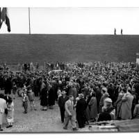 La folla all'inaugurazione della Casa del popolo, 1957 [ISMO, AFPCMO]