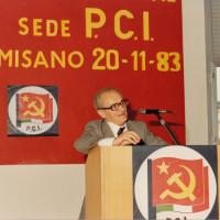 20 novembre 1983. Misano Adriatico. Dalla tribuna parla l'on. Alessandro Natta