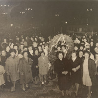 Archivio fotografico UDI Forlì-Cesena_Manifestazione per la pace con Deposizione di una corona ai caduti, 1950