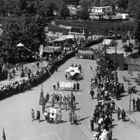 Archivio fotografico UDI Bologna. Manifestazione per la pace in occasione della Festa de L'Unità di Bologna, 1950