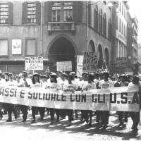 Manifestazione di apertura della festa de l'Unità del 1966: corteo per la pace, contro la guerra del Vietnam [ISMO, AFPCMO]