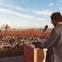 Il celebre comizio al Campovolo di Enrico Berlinguer alla festa de L'Unità il 18 settembre 1983