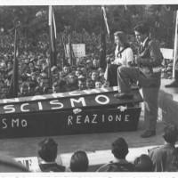 Modena, festa provinciale dell'Unità, 1947. Carro allegorico con i funerali della monarchia e del fascismo [ISMO, AFPCMO]
