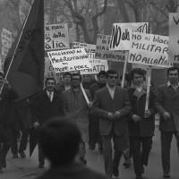 Febbraio 1969. Rimini, Miramare-Ghetto Turco. Manifestazione anti NATO promosso dalla FGCI e dai giovani del PSIUP, con arrivo alla Casa del popolo