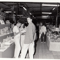 Fondo Fotografico Michele Minisci- lo stand del Libro, anni '80
