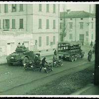 La polizia in via Ciro Menotti, 9 gennaio 1950 [ISMO, AFPCMO]