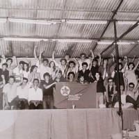 Archivio personale di Claudia Castellucci-foto di gruppo allo stand della FGCI, tardi anni '70
