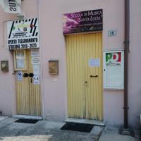 17 giugno 2020. San Giovanni in Marignano, Casa del Popolo. Su un lato dell'immobile la scala di accesso al primo piano dove ci sono le associazioni e il Circolo del PD