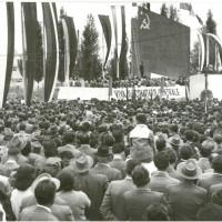 Il pubblico al comizio di Longo in piazza Podgora (oggi piazzale Giovani di Tien An Men), l'11 settembre 1966 [ISMO, AFPCMO]