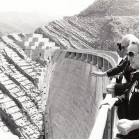 Fondo Fotografico Michele Minisci- la Presidente della Camera dei Deputati Nilde Iotti visita la diga di Ridracoli accompagnata dal Sindaco di Forlì Giorgio Zanniboni, 1988