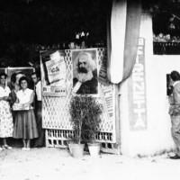"""Seconda metà anni '50. Ingresso esterno della """"Sirenetta"""". In questo spazio si organizzava anche la Festa dell'Unità"""
