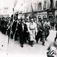 """24 aprile 1945. 35° brigata """"Bruno Rizzieri"""" sfila per Corso Martiri della libertà"""