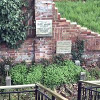 Vecchio cippo commemorativo