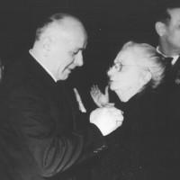 Modena, 29 gennaio 1961. Celebrazione della fondazione del PCI, Alfeo Corassori consegna la medaglia d'oro a Bice Ligabue. Entrambi parteciparono all'attività del partito fin dai tempi dell'Albergo Commercio.  [ISMO, AFPCMO]