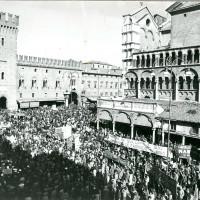 Manifestazione sindacale in piazza Trento e Trieste e in corso Martiri della libertà, anni settanta (Museo del Risorgimento e della Resistenza, fondo ANPI)