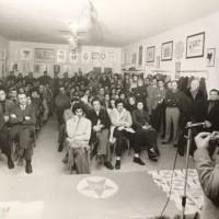 Un momento di dibattito alla cooperativa [Archivio privato famiglia Barbieri, b. s.n., 19[78], foto b/n]
