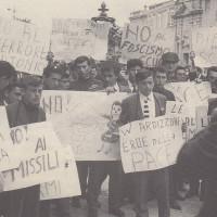 Orio Teodorani, Comunisti a Cesena. Storie, personaggi ed eventi del Partito Comunista cesenate 1920-1975, p. 358-manifestazione della FGCI per la pace, aprile 1964