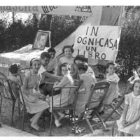 Lo stand del libro a una festa dell'Unità di paese, San Lazzaro, anni Quaranta [ISMO, AFPCMO]