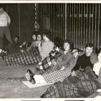Picchetto notturno durante l'occupazione del Calzificio Bloch, 1978