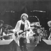 1987, Bob Dylan in concerto alla festa dell'Unità di Modena, che da allora ha ospitato grandi protagonisti della musica tra cui Pink Floyd, Deep Purple, Monsters of Rock, Van Morrison e David Bowie [ISMO, AFPCMO]