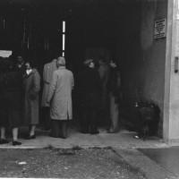 L'on. Aldo Tortorella, al centro, in visita al Museo Cervi, 1980
