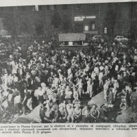 Il Forlivese, 30 giugno 1976, p. 12- Folla assiepata sotto la Federazione in attesa della comunicazione dei risultati delle elezioni politiche, 21 giugno 1976