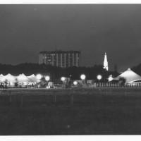 Veduta notturna della festa provinciale del 1985  [ISMO, AFPCMO]