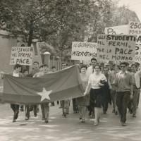 Gli studenti del Fermi in una manifestazione per la pace [ISMO, AFPCMO]