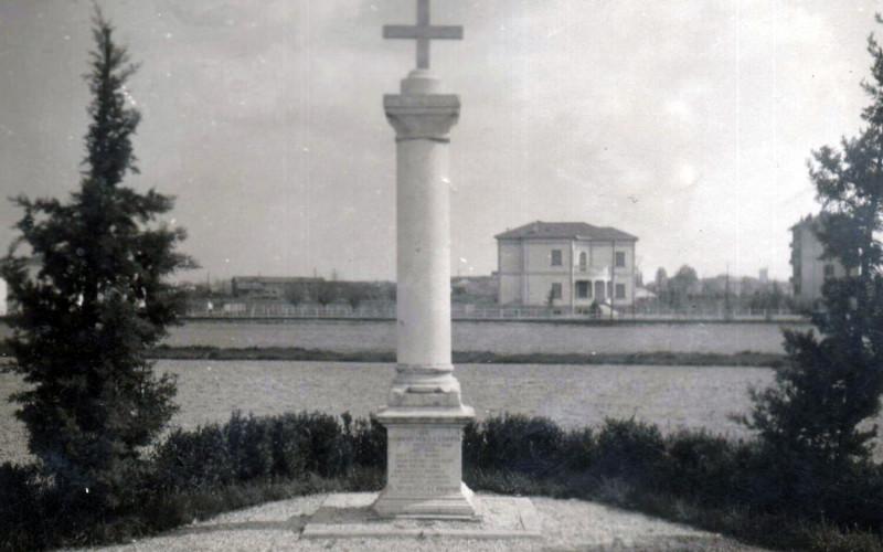 Ferrara, lapide commemorativa dell'eccidio del Caffè del Doro