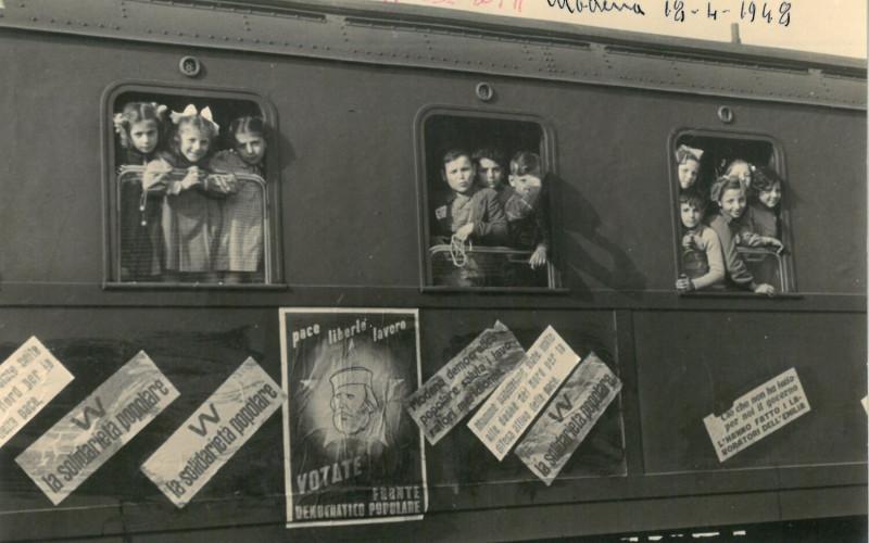 Stazione dei treni di Modena, accoglienza bambini di Napoli